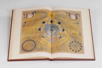 Buch aufgeschlagen, Cellarius Himmelsatlas, Faksimile